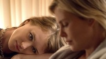 (l to r.) Mackenzie Davis as Tully and Charlize Theron as Marlo star in Jason Reitman's TULLY, a Focus Features release.